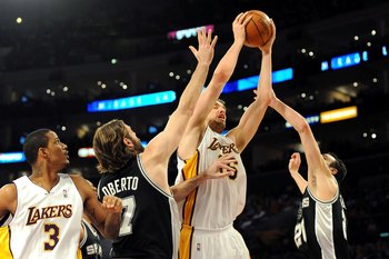 LOS ANGELES, CA - JANUARY 25:  Pau Gasol #16 of the Los Angeles Lakers rebounds the ball inbetween (L-R) Fabricio Oberto #7 and Manu Ginobili #20 of the San Antonio Spurs during the game at the Staples Center on January 25, 2009 in Los Angeles, California