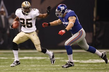 NEW ORLEANS - OCTOBER 18:  Reggie Bush #25 of the New Orleans Saints escapes a tackle by Chase Blackburn #57 of the New York Giants at the Louisiana Superdome on October 18, 2009 in New Orleans, Louisiana.  (Photo by Chris Graythen/Getty Images)