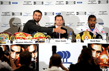 LONDON, ENGLAND - MAY 10:  Wladimir Klitschko offers his handshake as David Haye seems to ignore him during the David Haye v Wladimir Klitschko Press Conference at the Park Plaza Hotel on May 10, 2011 in London, England.  (Photo by Christopher Lee/Getty I
