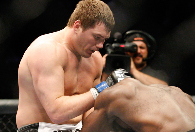 MONTREAL- MAY 8: Matt Mitrione (L) knees Kimbo Slice in their heavyweight bout at UFC 113 at Bell Centre on May 8, 2010 in Montreal, Quebec, Canada.  (Photo by Richard Wolowicz/Getty Images)