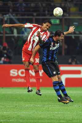MILAN, ITALY - FEBRUARY 23:  Dejan Stankovic of Inter Milan goes up with Luiz Gustavo of FC Bayern Muenchen during the UEFA Champions League round of 16 first leg match between Inter Milan v FC Bayern Muenchen on February 23, 2011 in Milan, Italy.  (Photo