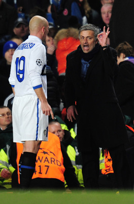 LONDON, ENGLAND - MARCH 16:  Inter Milan manager Jose Mourinho talks to Esteban Cambiasso of Inter Milan during the UEFA Champions League round of 16 second leg match between Chelsea and Inter Milan at Stamford Bridge on March 16, 2010 in London, England.