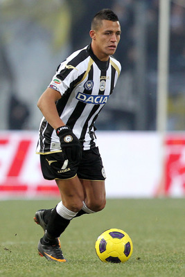 UDINE, ITALY - JANUARY 06: Alexis Sanchez of Udinese Calcio in action during the Serie A match between Udinese and Chievo at Stadio Friuli on January 6, 2011 in Udine, Italy.  (Photo by Gabriele Maltinti/Getty Images)