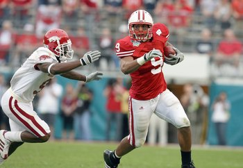ORLANDO, FL - JANUARY 01: Travis Beckum #9 of the Wisconsin Badgers carries the ball against the Arkansas Razorbacks in the Capitol One Bowl at Florida Citrus Bowl on January 1, 2007 in Orlando, Florida. (Photo by Doug Benc/Getty Images)