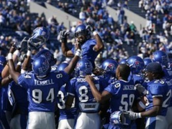 University-of-memphis-football-memphis-football-pulls-off-win-mem-f-x-00013md_display_image