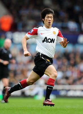LONDON, ENGLAND - APRIL 02:  Ji-Sung Park of Manchester United in action during the Barclays Premier League match between West Ham United and Manchester United at the Boleyn Ground on April 2, 2011 in London, England.  (Photo by Mike Hewitt/Getty Images)