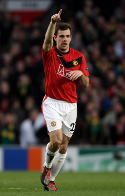 MANCHESTER, ENGLAND - APRIL 07:  Darron Gibson of Manchester United celebrates scoring the opening goal during the UEFA Champions League Quarter Final second leg match between Manchester United and Bayern Muenchen at Old Trafford on April 7, 2010 in Manch