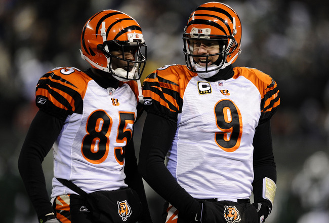 EAST RUTHERFORD, NJ - JANUARY 03:  Quarterback Carson Palmer #9 of the Cincinnati Bengals talks with teammate Chad Ochocinco #85 during the game against the New York Jets at Giants Stadium on January 3, 2010 in East Rutherford, New Jersey.  (Photo by Jeff
