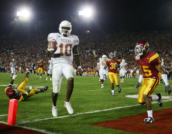 PASADENA, CA - JANUARY 04:  Quarterback Vince Young #10 of the Texas Longhorns scores the winning touchdown against the USC Trojans in the fourth quarter during the BCS National Championship Rose Bowl Game on January 4, 2006 in Pasadena, California.  (Pho