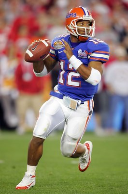 GLENDALE, AZ - JANUARY 08:  Quarterback Chris Leak #12 of the Florida Gators drops back to pass in the second quarter against the Ohio State Buckeyes during the 2007 Tostitos BCS National Championship Game at the University of Phoenix Stadium on January 8