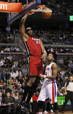 AUBURN HILLS, MI - MARCH 23:  Erick Dampier #25 of the Miami Heat gets gets in for a dunk past Greg Monroe #10 of the Detroit Pistons at The Palace of Auburn Hills on March 23, 2011 in Auburn Hills, Michigan. NOTE TO USER: User expressly acknowledges and
