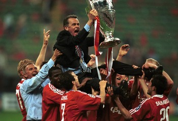 23 May 2001: The Bayern Muinch players celebrate their victory with manager Ottmar Hitzfeld after the match between Valencia and Bayern Munich in the UEFA Champions League Final at the San Siro, Milan, Italy. Mandatory Credit: Alex Livesey/ALLSPORT
