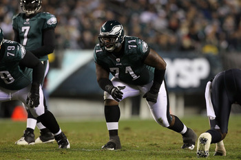 PHILADELPHIA, PA - DECEMBER 02:  Offensive tackle Jason Peters #71 of the Philadelphia Eagles gets set in his stance against the Houston Texans at Lincoln Financial Field on December 2, 2010 in Philadelphia, Pennsylvania.  (Photo by Jim McIsaac/Getty Imag