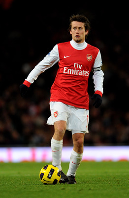 LONDON, ENGLAND - DECEMBER 04:  Tomas Rosicky of Arsenal in action during the Barclays Premier League match between Arsenal and Fulham at the Emirates Stadium on December 4, 2010 in London, England.  (Photo by Mike Hewitt/Getty Images)