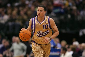 DALLAS - JANUARY 27:  Mike Bibby #10 of the Sacramento Kings moves the ball up court during a game against the Dallas Mavericks at the American Airlines Center on January 27, 2007 in Dallas, Texas.  The Mavs won 106-104.  (Photo by Ronald Martinez/Getty I