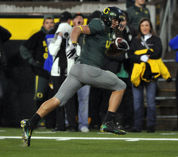 EUGENE, OR - NOVEMBER 26: Tight end David Paulson #42 of the Oregon Ducks heads to the end zone and a touchdown in the first quarter of the game against the Arizona Wildcats at Autzen Stadium on November 26, 2010 in Eugene, Oregon. The Ducks won the game