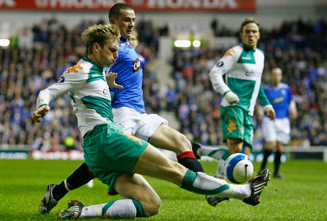 GLASGOW, UNITED KINGDOM - MARCH 06: Barry Ferguson of Rangers tackles Per Mertesacker of Werder Bremen during the UEFA Cup round of 16, first leg match at Ibrox Stadium March 6, 2008 in Glasgow,Scotland.  (Photo by Jeff J Mitchell/Getty Images)