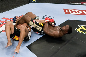06_tyron_woodley_r_armbars_zach_light_display_image