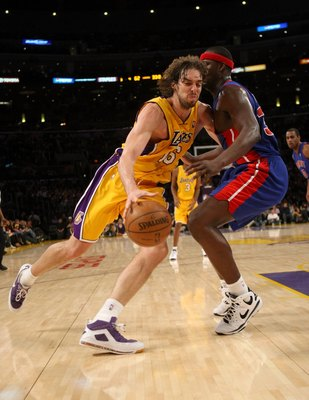 LOS ANGELES, CA - NOVEMBER 14:  Pau Gasol #16 of the Los Angeles Lakers drives around Kwame Brown #38 of the Detroit Pistons on November 14, 2008 at Staples Center in Los Angeles, California. The Pistons won 106-95.   NOTE TO USER: User expressly acknowle