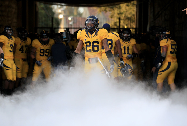 BERKELEY, CA - NOVEMBER 13:  Darian Hagan #26 of the California Golden Bears enters the stadium for their game against the Oregon Ducks at California Memorial Stadium on November 13, 2010 in Berkeley, California.  (Photo by Ezra Shaw/Getty Images)