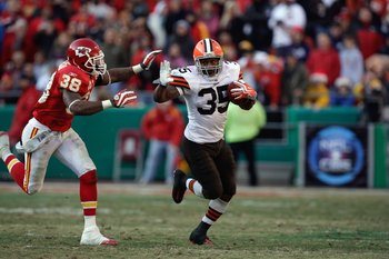KANSAS CITY, MO - DECEMBER 20:  Jerome Harrison #35 of the Cleveland Browns runs with the ball for yardage during their NFL game against the Kansas City Chiefs on December 20, 2009 at Arrowhead Stadium in Kansas City, Missouri. The Browns defeated the Chi