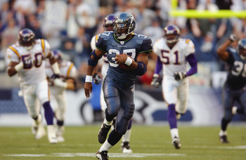 SEATTLE - SEPTEMBER 29:  Running back Shaun Alexander #37 of the Seattle Seahawks runs down the field during the game against the Minnesota Vikings on September 29, 2002 at Seahawks Stadium in Seattle, Washington.  The Seahawks won 48-23. (Photo by Otto G