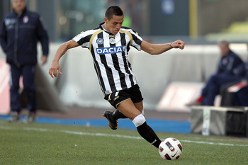 UDINE, ITALY - MARCH 06: Alexis Sanchez of Udinese Calcio in action during the Serie A match between Udinese Calcio and AS Bari at Stadio Friuli on March 6, 2011 in Udine, Italy.  (Photo by Gabriele Maltinti/Getty Images)