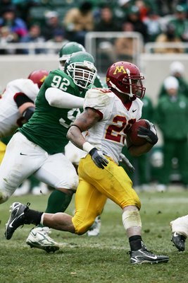 EAST LANSING, MI - NOVEMBER 11:  Running back Amir Pinnix #29 of the Minnesota Golden Gophers carries the ball against the Michigan State Spartans at Spartan Stadium on November 11, 2006 in East Lansing, Michigan. Minnesota won 31-18. (Photo by Harry How/