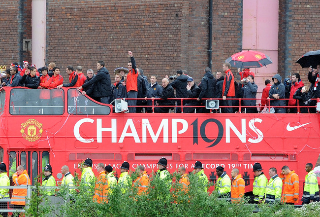 MANCHESTER, ENGLAND - MAY 30:  The Manchester United open top bus during the Manchester United Premier League Winners Parade at Old Trafford on May 30, 2011 in Manchester, United Kingdom.  (Photo by Chris Brunskill/Getty Images)