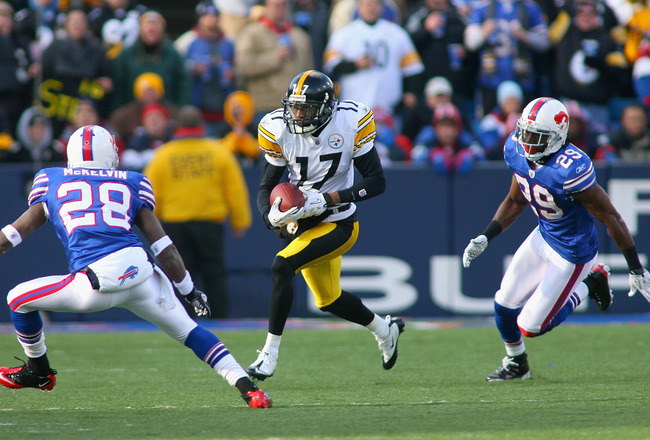 ORCHARD PARK, NY - NOVEMBER 28: Mike Wallace #17 of the Pittsburgh Steelers runs between Leodis McKelvin #28 and Drayton Florence #29 of the Buffalo Bills  at Ralph Wilson Stadium at Ralph Wilson Stadium on November 28, 2010 in Orchard Park, New York. Pit