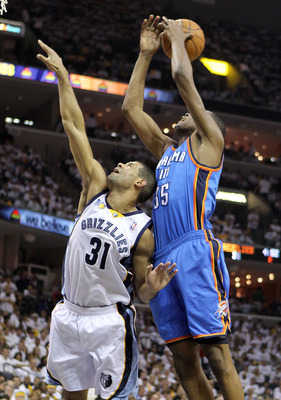 MEMPHIS, TN - MAY 07:  Kevin Durant #35 of the Oklahoma City Thunder(right) and Shane Battier #31 of the Memphis Grizzlies reach for a rebound in Game Three of the Western Conference Semifinals in the 2011 NBA Playoffs at FedExForum on May 7, 2011 in Memp