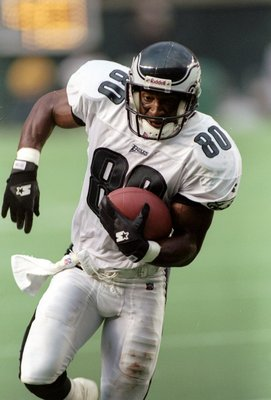 7 Sep 1997:  Wide receiver Irving Fryar of the Philadelphia Eagles carries the football during the Eagles 10-9 win over the Green Bay Packers at Veterans Stadium in Philadelphia, Pennsylvania. Mandatory Credit: Rick Stewart  /Allsport