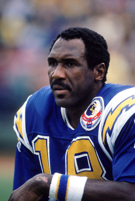 1984:  Wide receiver Charlie Joiner #18 of the San Diego Chargers focuses as he is about to set a NFL receiving record, moving ahead of Charley Taylor as the all-time receiving leader during a game in 1984.  (Photo by Tony Duffy/Getty Images)