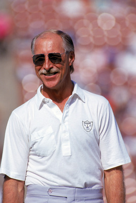 LOS ANGELES - NOVEMBER 11:  Hall of Famer and former Raiders wide receiver, Fred Biletnikoff, attends a game between the Green Bay Packers and the Los Angeles Raiders at the Los Angeles Memorial Coliseum on November 11, 1990 in Los Angeles, California.  T