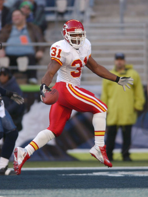 SEATTLE - NOVEMBER 24:  Running back Priest Holmes  #31 of the Kansas City Chiefs scores the first touchdown of the day against the Seattle Seahawks on November 24, 2002 at Seahawks Stadium in Seattle, Washington. (Photo by Otto Greule Jr/Getty Images)