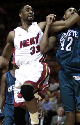 6 Apr 2001: Alonzo Mourning #33 of the Miami Heat tangles with P.J. Brown #42 of the Charlotte Hornets in the first half at American Airlines Arena in Miami, Florida. DIGITAL IMAGE Mandatory Credit: Eliot Schechter/ALLSPORT  NOTE TO USER: It is expressly
