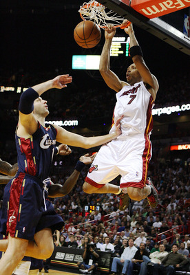 MIAMI - DECEMBER 30:  Shawn Marion #7 of the Miami Heat dunks over Zydrunas Ilgauskas #11 of the Cleveland Cavaliers at American Airlines Arena on December 30, 2008 in Miami, Florida. The Heat defeated the Cavaliers 104-95. NOTE TO USER: User expressly ac