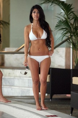 Kourtney_kardashian_bikini_6_0_0_0x0_432x655_display_image