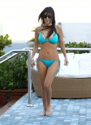 Kourtney-kardashian-bikini-002-440x600_display_image
