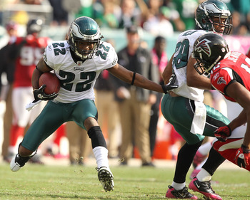 PHILADELPHIA - OCTOBER 17:  Asanti Samuel #22 of the Philadelphia Eagles runs back an interception against the Atlanta Falcons during their game at Lincoln Financial Field on October 17, 2010 in Philadelphia, Pennsylvania.  (Photo by Al Bello/Getty Images