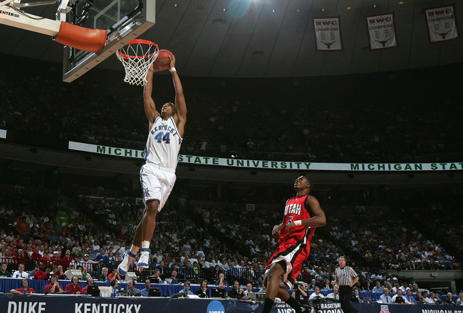 AUSTIN, TX - MARCH 25:  Chuck Hayes #44 of the Kentucky Wildcats slam dunks the ball past Justin Hawkins #5 of the Utah Utes during the 2005 NCAA division 1 men's basketball championship tournament game at the Frank Erwin Center on March 25, 2005 in Austi