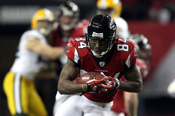 ATLANTA, GA - JANUARY 15:  Roddy White #84 of the Atlanta Falcons runs for yards after the catch against the Green Bay Packers during their 2011 NFC divisional playoff game at Georgia Dome on January 15, 2011 in Atlanta, Georgia.  (Photo by Streeter Lecka
