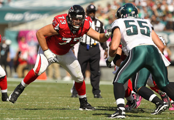 PHILADELPHIA - OCTOBER 17:  Harvey Dahl #73 of the Atlanta Falcons in action against Stewart Bradley #55 of the Philadelphia Eagles during their game at Lincoln Financial Field on October 17, 2010 in Philadelphia, Pennsylvania.  (Photo by Al Bello/Getty I