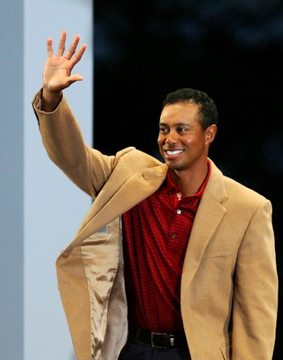 MONTREAL, QC - SEPTEMBER 30:  Tiger Woods of the U.S. Team waves to the crowd at The Presidents Cup Closing Ceremonies at The Royal Montreal Golf Club on September 30, 2007 in Montreal, Quebec, Canada.  (Photo by Streeter Lecka/Getty Images)