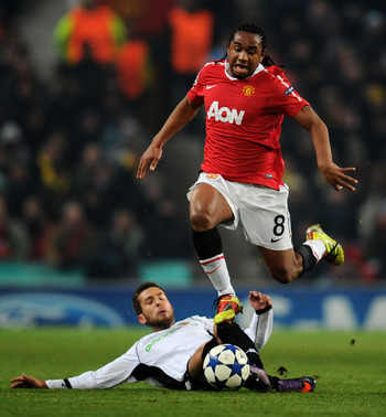 MANCHESTER, ENGLAND - DECEMBER 07:  Anderson of Manchester United hurdles the challenge of Jordi Alba of Valencia during the UEFA Champions League Group C match between Manchester United and Valencia at Old Trafford on December 7, 2010 in Manchester, Engl