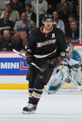 ANAHEIM, CA - APRIL 06:  Teemu Selanne #8 of the Anaheim Ducks skates against the San Jose Sharks at Honda Center on April 6, 2011 in Anaheim, California.  (Photo by Jeff Gross/Getty Images)