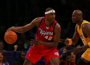 LOS ANGELES, CA - APRIL 12:   Elton Brand #42 of the Los Angeles Clippers drives against Lamar Odom #7 the Los Angeles Lakers at Staples Center on April 12, 2007 in Los Angeles, California.  NOTE TO USER: User expressly acknowledges and agrees that, by do