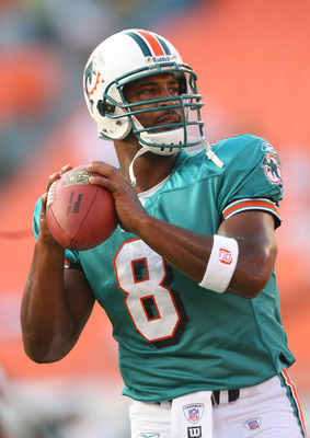 MIAMI - AUGUST 12:  Quarterback Daunte Culpepper #8 of the Miami Dolphins warms-up for the game against the Jacksonville Jaguars at Dolphin Stadium on August 12, 2006 in Miami, Florida. The Jaguars won 31-26.  (Photo by Doug Benc/Getty Images)