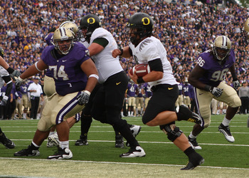 SEATTLE - OCTOBER 24:  Quarterback Jeremiah Masoli #8 of the Oregon Ducks rushes for a touchdown in the first half against Alameda Ta' amu #74 of the Washington Huskies on October 24, 2009 at Husky Stadium in Seattle, Washington. (Photo by Otto Greule Jr/