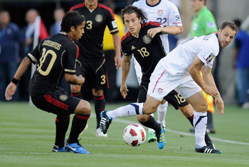 PASADENA, CA - JUNE 25:  Steve Cherundolo #6 of the United States defends against Andres Guardado #18 and Giovanni Dos Santos #10 of Mexico during the 2011 CONCACAF Gold Cup Championship at the Rose Bowl on June 25, 2011 in Pasadena, California.  (Photo b